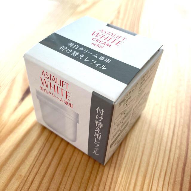ASTALIFT(アスタリフト)のアスタリフト ホワイトクリーム(レフィル)30g コスメ/美容のスキンケア/基礎化粧品(フェイスクリーム)の商品写真