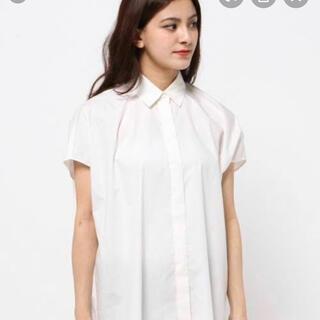 エンフォルド(ENFOLD)のエンフォルドENFOLDモードなシルエットの白シャツ(シャツ/ブラウス(半袖/袖なし))