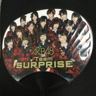 エーケービーフォーティーエイト(AKB48)のAKB48/Team SURPRISE/団扇/うちわ(アイドルグッズ)