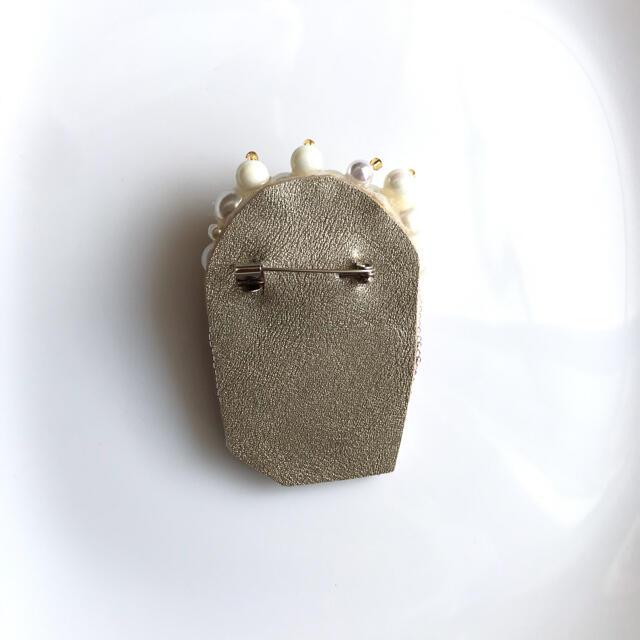 ポップコーン ブローチ ビーズ刺繍 レディースのアクセサリー(ブローチ/コサージュ)の商品写真