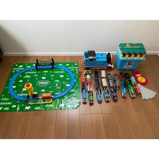 タカラトミー(Takara Tomy)のトーマス プラレール セット(ビックトーマスも入ってます。)(電車のおもちゃ/車)