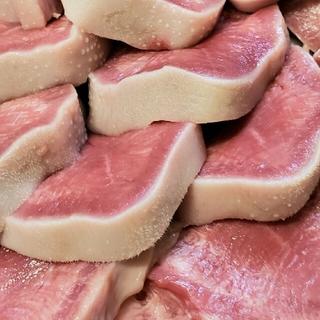 塩焼きにレモンが一番美味しいです 豚たん(肉)