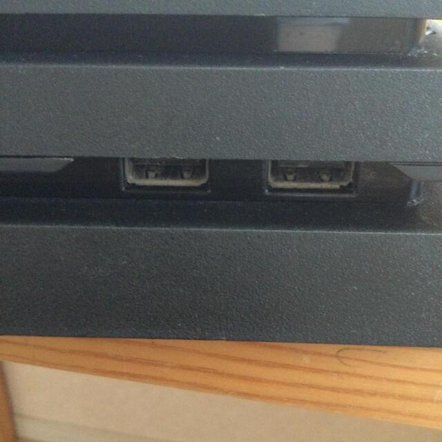 PlayStation4(プレイステーション4)のmra様専用ps4proジェットブラック本体CUH7100BK1T中古現役稼働品 エンタメ/ホビーのゲームソフト/ゲーム機本体(家庭用ゲーム機本体)の商品写真