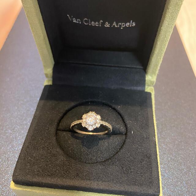 AHKAH(アーカー)のjupiter  フラワーモチーフリング キラキラ レディースのアクセサリー(リング(指輪))の商品写真