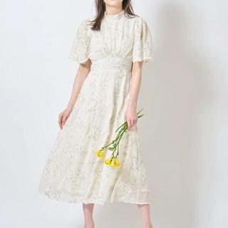 tocco - 透明感のあるフラワー刺繍×ドットフレアスリーブシャーリングネックワンピース