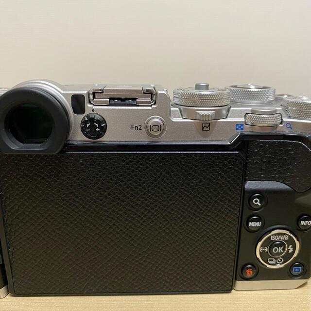 OLYMPUS(オリンパス)のOLYMPUS PEN−F SILVER レンズ付き スマホ/家電/カメラのカメラ(ミラーレス一眼)の商品写真