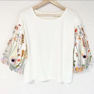 ザラ(ZARA)のお花刺繍&チュールが可愛い✨‼️❤️TALK ABOUT LOVE❤️カットソー(シャツ/ブラウス(半袖/袖なし))