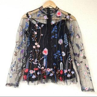 ZARA - お花刺繍&チュールが可愛い(˃̵ᴗ˂̵)✨‼️ペプラム❤️お花ブラウス