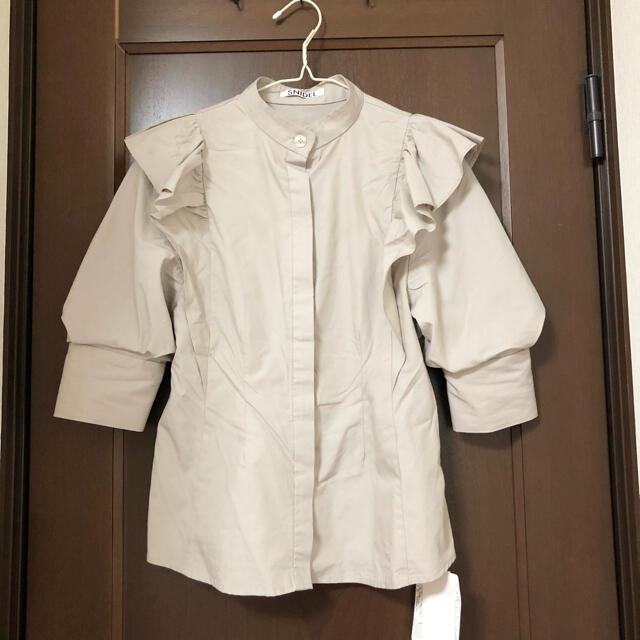 snidel(スナイデル)の新品未使用 snidel スナイデル フリルスタンドカラーブラウス レディースのトップス(シャツ/ブラウス(半袖/袖なし))の商品写真