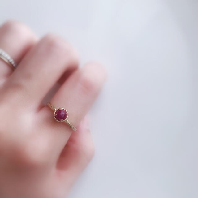 7月のお誕生石⭐︎.*。天然石ルビーの一粒フリーサイズリング ハンドメイドのアクセサリー(リング)の商品写真