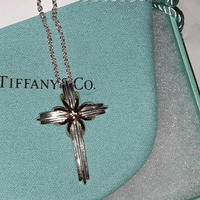 Tiffany & Co.(ティファニー)の ティファニー クロス ネックレス SV925 K18YG シグネチャー コンビ レディースのアクセサリー(ネックレス)の商品写真