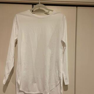 ユニクロ(UNIQLO)の白ロングTシャツ(Tシャツ(長袖/七分))