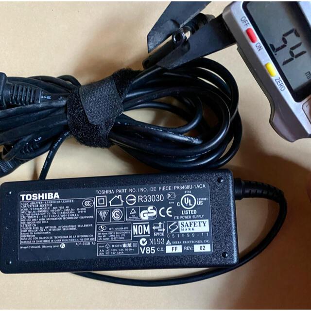 東芝(トウシバ)の❤送料込み☆中古純正TOSHIBA のACアダプター19V 3.95A スマホ/家電/カメラのPC/タブレット(PC周辺機器)の商品写真