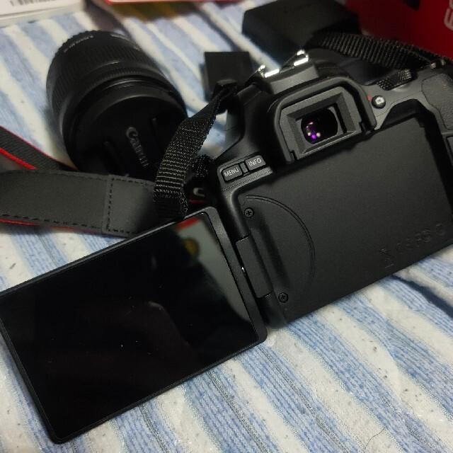 Canon(キヤノン)のほぼ新品 室内使用のみ CANON EOS Kiss x10 一眼レフ 初心者 スマホ/家電/カメラのカメラ(デジタル一眼)の商品写真