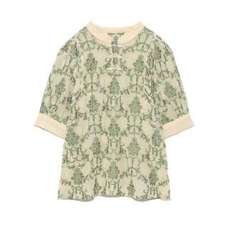 リリーブラウン(Lily Brown)のlilybrown オリエンタル刺繍チャイナトップス(シャツ/ブラウス(半袖/袖なし))
