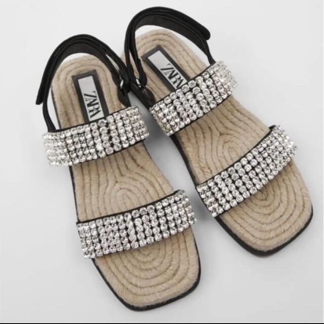 ZARA(ザラ)のZARA ビジュー付きフラットサンダル 39 レディースの靴/シューズ(サンダル)の商品写真