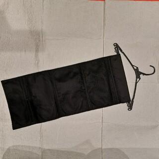 トラベルポーチ 吊り下げ ハンガーラック メッシュ 黒 折りたたみ(旅行用品)