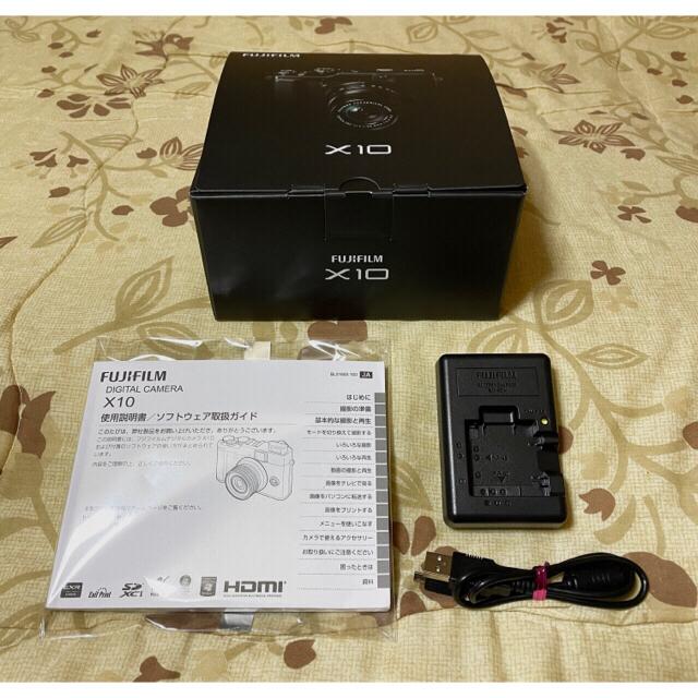 富士フイルム(フジフイルム)のFUJIFILM X10 フード付き SD32GB付き 中古美品です。 スマホ/家電/カメラのカメラ(コンパクトデジタルカメラ)の商品写真