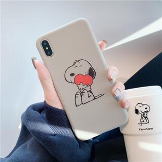 スヌーピー iPhone XR用ケース グレー ハートを抱えるスヌーピー(iPhoneケース)