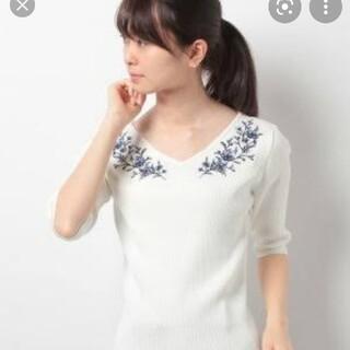 ジャスグリッティー(JUSGLITTY)のジャスグリッティー フラワー刺繍5分袖リブニット(ニット/セーター)