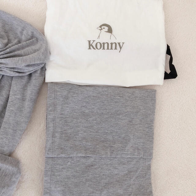 コニー抱っこ紐 グレーMサイズ キッズ/ベビー/マタニティの外出/移動用品(抱っこひも/おんぶひも)の商品写真