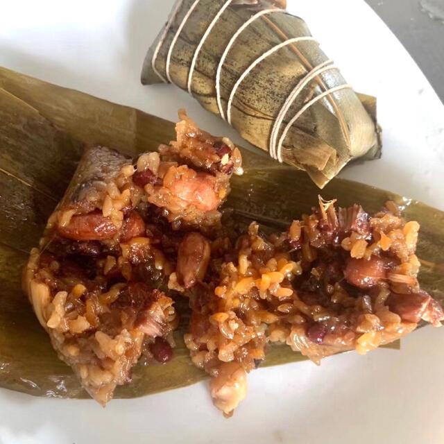 無添加ちまき 笹の葉は故郷から取り寄せ いい香り豚バラ入り 醤油味美味しい 食品/飲料/酒の食品(野菜)の商品写真