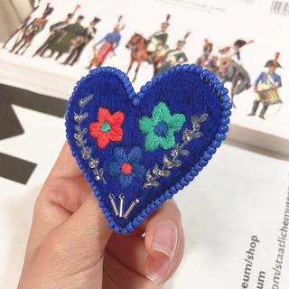 野花のブローチ /刺繍 /ハンドメイド(コサージュ/ブローチ)