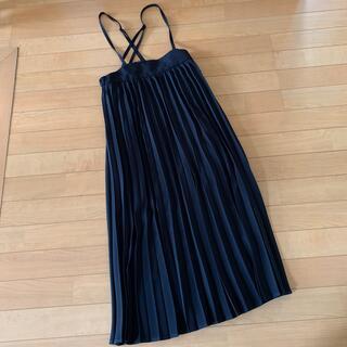 ジーユー(GU)の未使用 GU プリーツサスペンダー付きスカートS(ロングスカート)