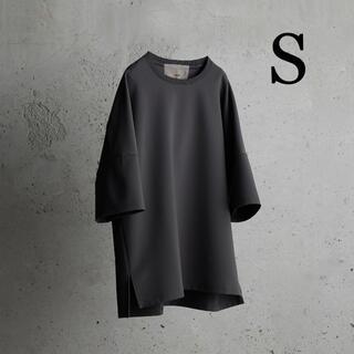 アタッチメント(ATTACHIMENT)のIRREGULAR SLEEVE RELAX TEE ダークグレー Sサイズ(Tシャツ/カットソー(半袖/袖なし))