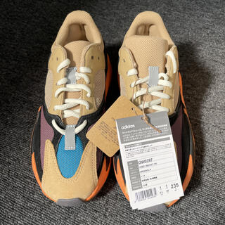 アディダス(adidas)のADIDAS YEEZY BOOST 700 ENFLAMEAMBER 23.5(スニーカー)