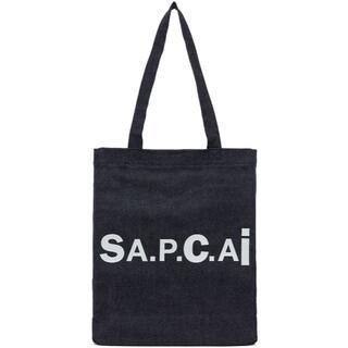 アーペーセー(A.P.C)の新作A.P.C.(アーペーセー)×sacai(サカイ)のリバーシブルトートバッグ(トートバッグ)