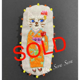 刺繍 ブローチ 猫 ビーズ 浴衣 ハンドメイド(コサージュ/ブローチ)