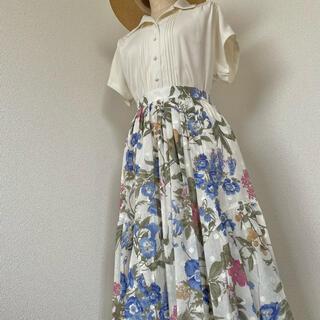 グリモワール(Grimoire)の古着《ボタニカルフラワー&フルーツ柄》タックフレアスカート 花柄 クラシカル(ロングスカート)
