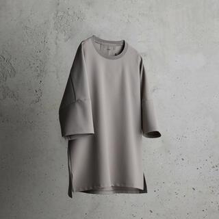 アタッチメント(ATTACHIMENT)のIRREGULAR SLEEVE RELAX TEE ベージュ(Tシャツ/カットソー(半袖/袖なし))