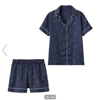 ジーユー(GU)の【美品】サテンチェリーパジャマ(パジャマ)