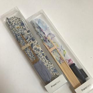フランフラン(Francfranc)のリバティ扇子ブルー&フラワー扇子ネイビー2本セット(和装小物)