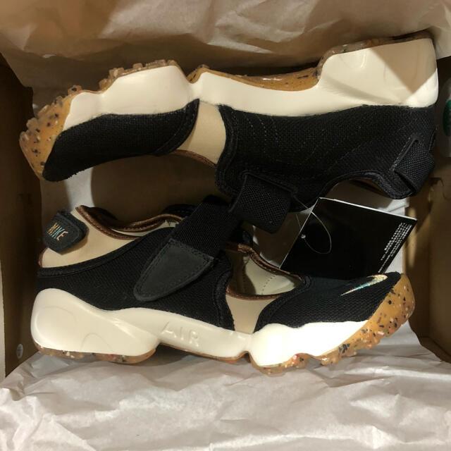 NIKE(ナイキ)の25 cm  ナイキ ウィメンズ  エア リフト   ブラック ベージュ レディースの靴/シューズ(サンダル)の商品写真