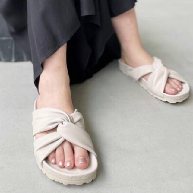 L'Appartement DEUXIEME CLASSE(アパルトモンドゥーズィエムクラス)のL'Appartement  PLAKTON Comfort SANDAL 36 レディースの靴/シューズ(サンダル)の商品写真