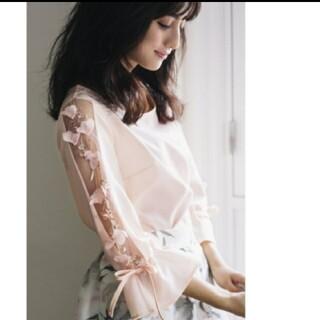 tocco - 袖透けフラワー刺繍ブラウス