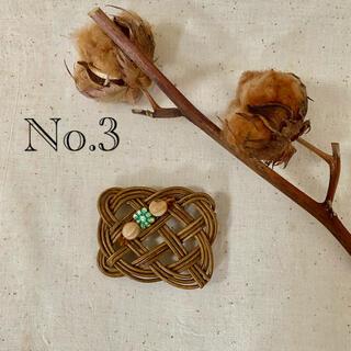 No.3【ハンドメイド】チェコガラスビーズ付きラタン編みブローチ ♪(コサージュ/ブローチ)