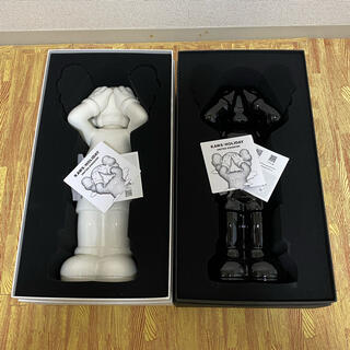KAWS HOLIDAY UK - Containers 1000セット限定(彫刻/オブジェ)
