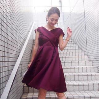 MERCURYDUO - MERCURYDUO  美品 サテンカシュクールタックドレス ボルドー