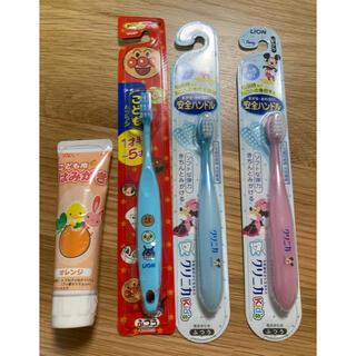 ライオン(LION)の新品☆未使用 キッズ歯ブラシ 3本&歯磨き粉セット(歯ブラシ/歯みがき用品)
