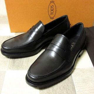 トッズ(TOD'S)の未使用 TOD'S トッズ イタリア製レザーローファー 革靴 黒 UK5.5(スリッポン/モカシン)