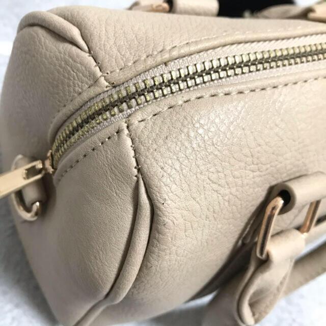 ZARA(ザラ)の新品未使用 ミニボストンバッグ モカ ファーチャーム付き レディースのバッグ(ショルダーバッグ)の商品写真