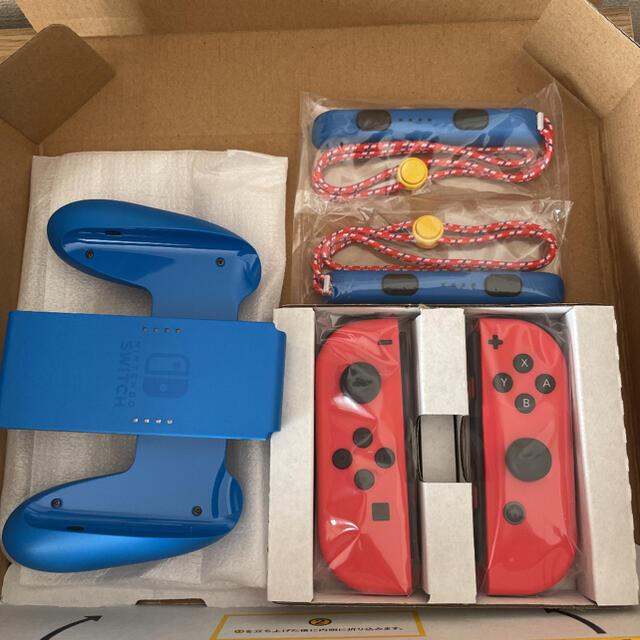 Nintendo Switch(ニンテンドースイッチ)の マリオレッドブルーバージョン新品未使用  ジョイコン左右、ストラップ エンタメ/ホビーのゲームソフト/ゲーム機本体(その他)の商品写真