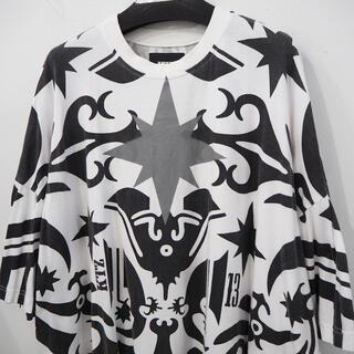 ココントーザイ(Kokon to zai (KTZ))の名作 KTZ タトゥー プリント ビッグT 白 ホワイト 黒 ブラック メンズ(Tシャツ/カットソー(半袖/袖なし))