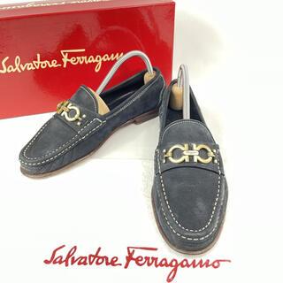 サルヴァトーレフェラガモ(Salvatore Ferragamo)のフェラガモ ガンチーニ 金具 ヌバック レザー ローファー フラットシューズ 6(ローファー/革靴)