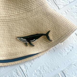 【ビーズ刺繍】ツヤツヤクジラのビーズブローチ