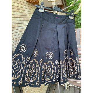 ザラ(ZARA)のサニーレイ SUNNY LEIGH フレア スカート 綿 ひざ丈 刺繍 黒(ひざ丈スカート)